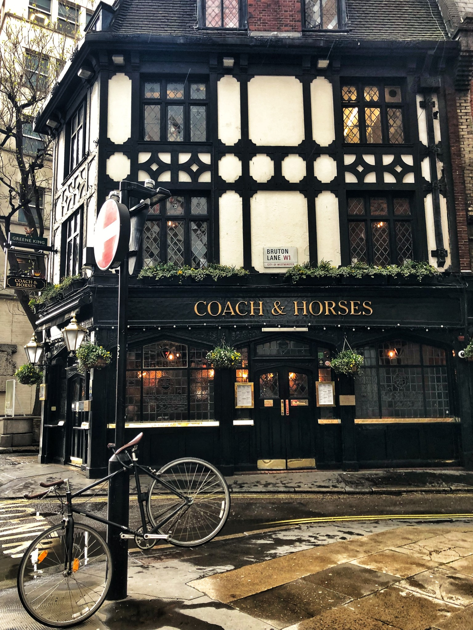 coach and horses pub, most instagrammable places in london, the-alyst.com