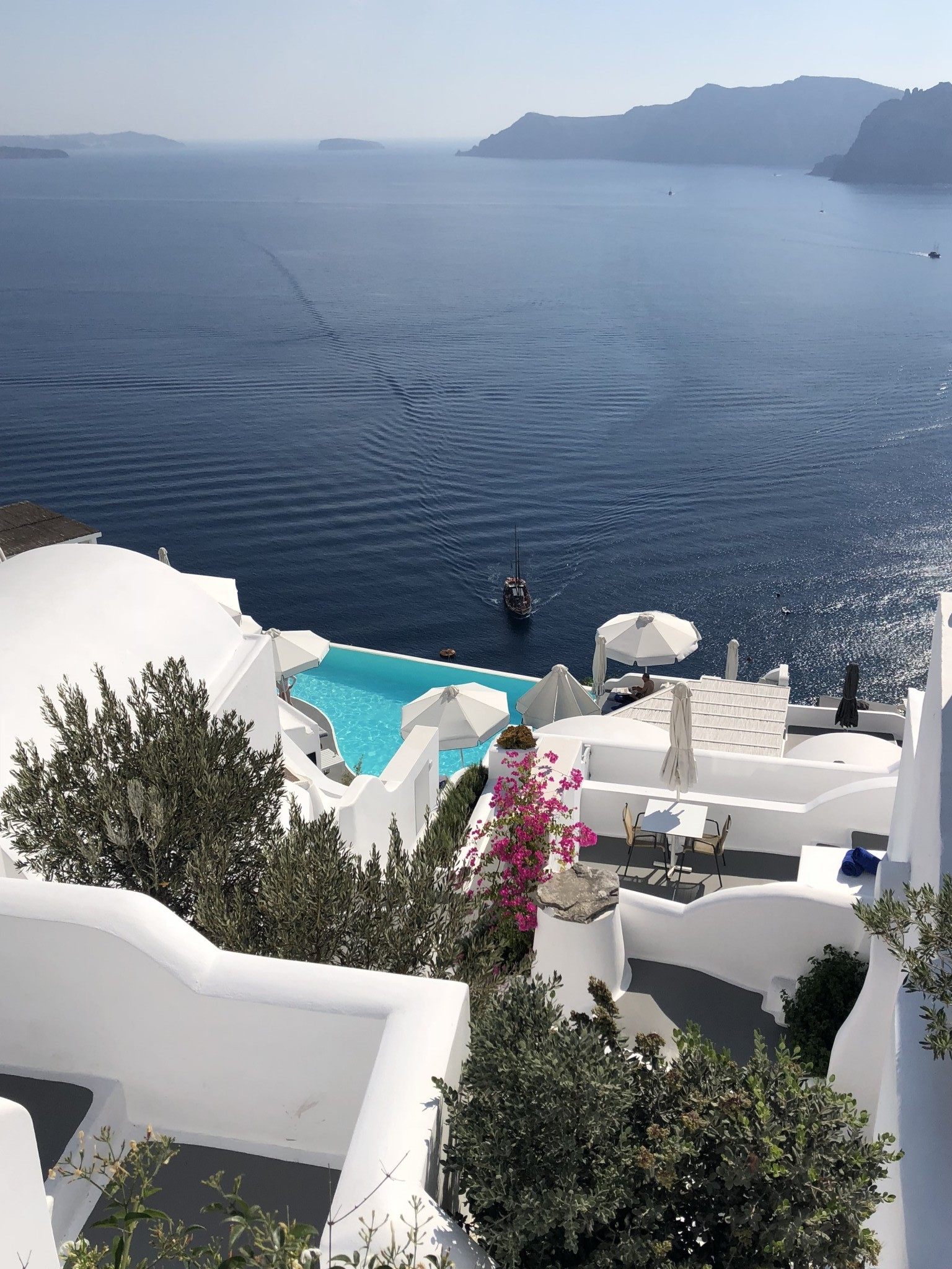 katikies hotel, most instagrammable spots oia, santorini, the-alyst.com